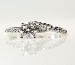 Round Brilliant Engagement Ring with Wedding Band